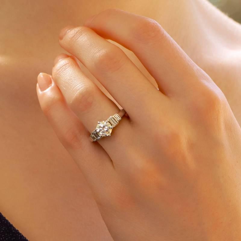 Art Deco Style Round Cut Diamond Ring in Platinum