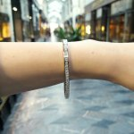 Diamond line  bracelet in 18k white gold.