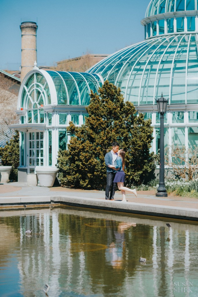Couple kissing for their engagement photos at Brooklyn Botanic Garden