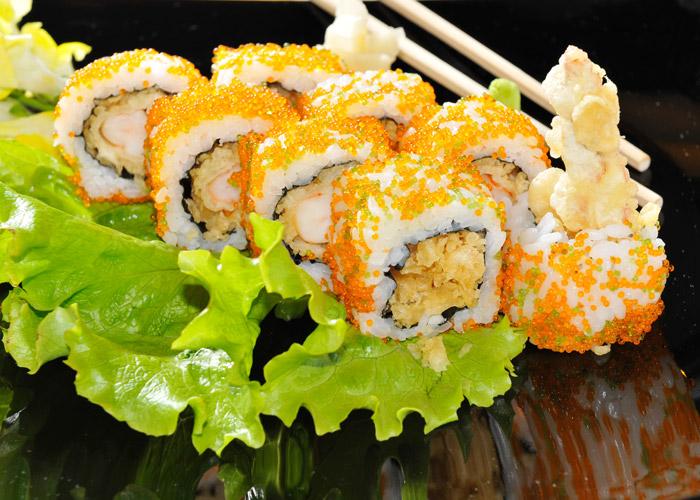 URAMAKI  Rotolino con riso allesterno  SuSa Sushi