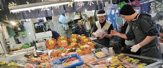 tsukiji-fish-market-stall