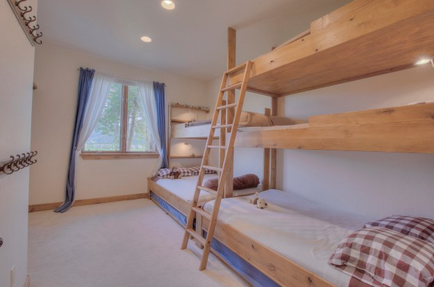 Bunk room at 81 Alpensee Court