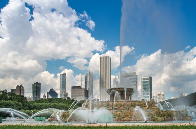 Buckingham Fountain with Chicago Skyline.