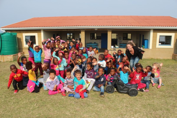 Laura and the children of Ikhaya Labantwana Montessori.