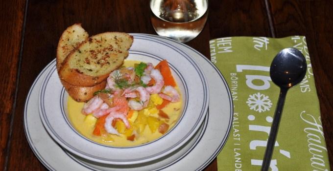 Saffransdoftande soppa med torsk och räkor