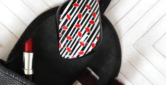 Holiday Handbag Essentials Featuring Tangle Teezer Review