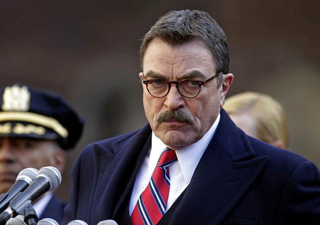 Tom Selek kao načelnik Regan