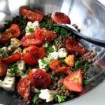 Linzensalade met balsamicotomaatjes uit de oven & gorgonzola