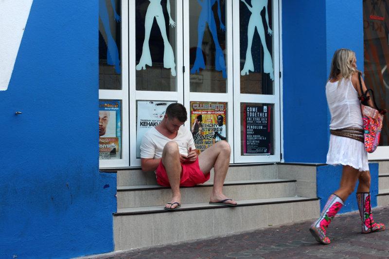 Ibiza: Beim Kleidung ausliefern
