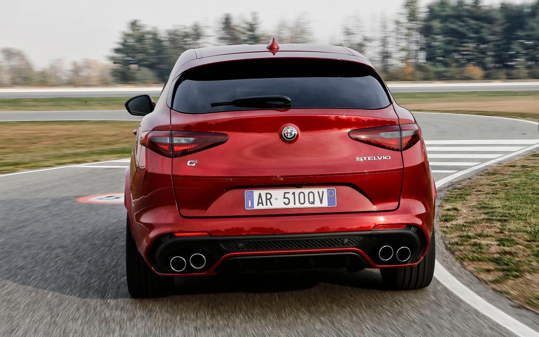 Comparison Alfa Romeo Stelvio Quadrifoglio 2018 Vs