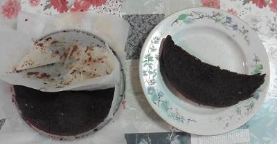 Chocolade taart lagen apart leggen
