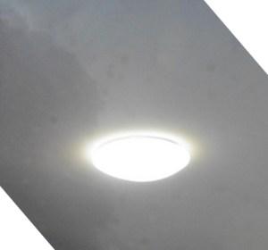 Lamp als ufo in de lucht