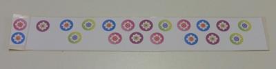 Stickers maken afbeelding op plakkende kant van de dubbelzijdige tape