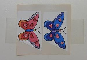 Stickers maken groot vlinders op de dubbelzijdige tape