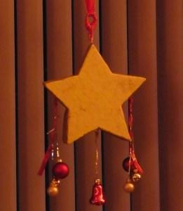 kerstster-klaar-voor-het-raam