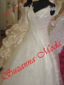 krem simli tül ile drape yapılarak hazırlanmış marjinal bir model