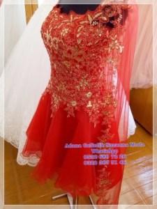 2019 Kırmızı duvaklı mini kına kıyafetinin duvak ucunda yine dantel süslemeleri yapılmıştır.