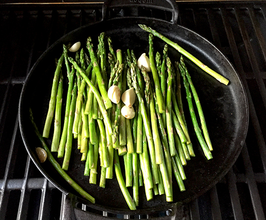 Simple grilling brings out great flavor in asparagus | suzerspace.com