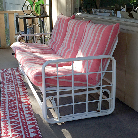 Towels sewn in an envelope style pillow cushion cover give new life to old outdoor furniture | suzerspace.com