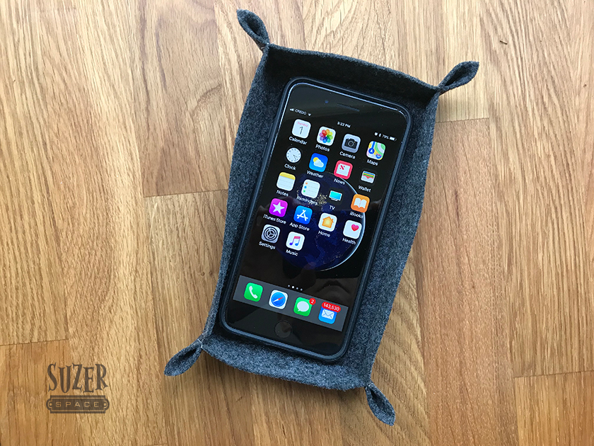 A custom felt phone holder is a quick sewing project | suzerspace.com