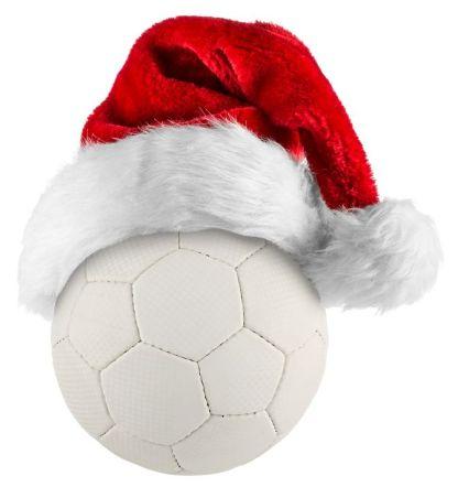 Handball mit Weihnachtsmütze