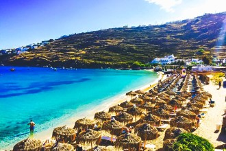Travel Guide to Mykonos_What to do_Where to Stay_Mykonos Island_Greece_3 day itinerary_blog_Paranga beach_hostel_sun bed_ocean_free