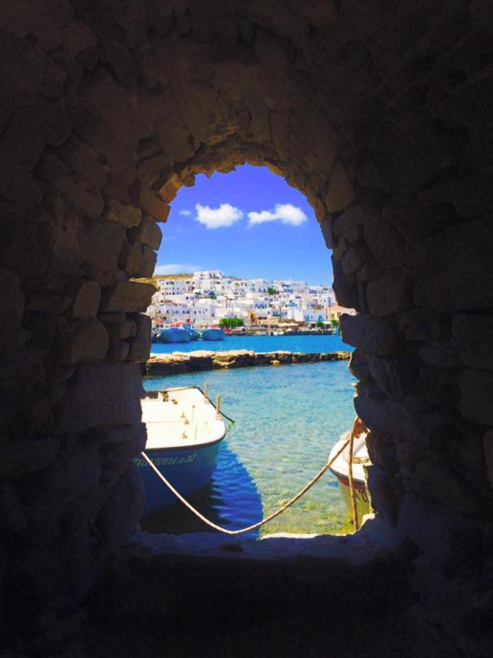 Discover-the-Island-of-Paros-Greece-what-to-do-see-and-eat_paros_naoussa_fishing-village_travel-blog_travel-guide_svadore_fishing village_naoussa_tunnel_ocean