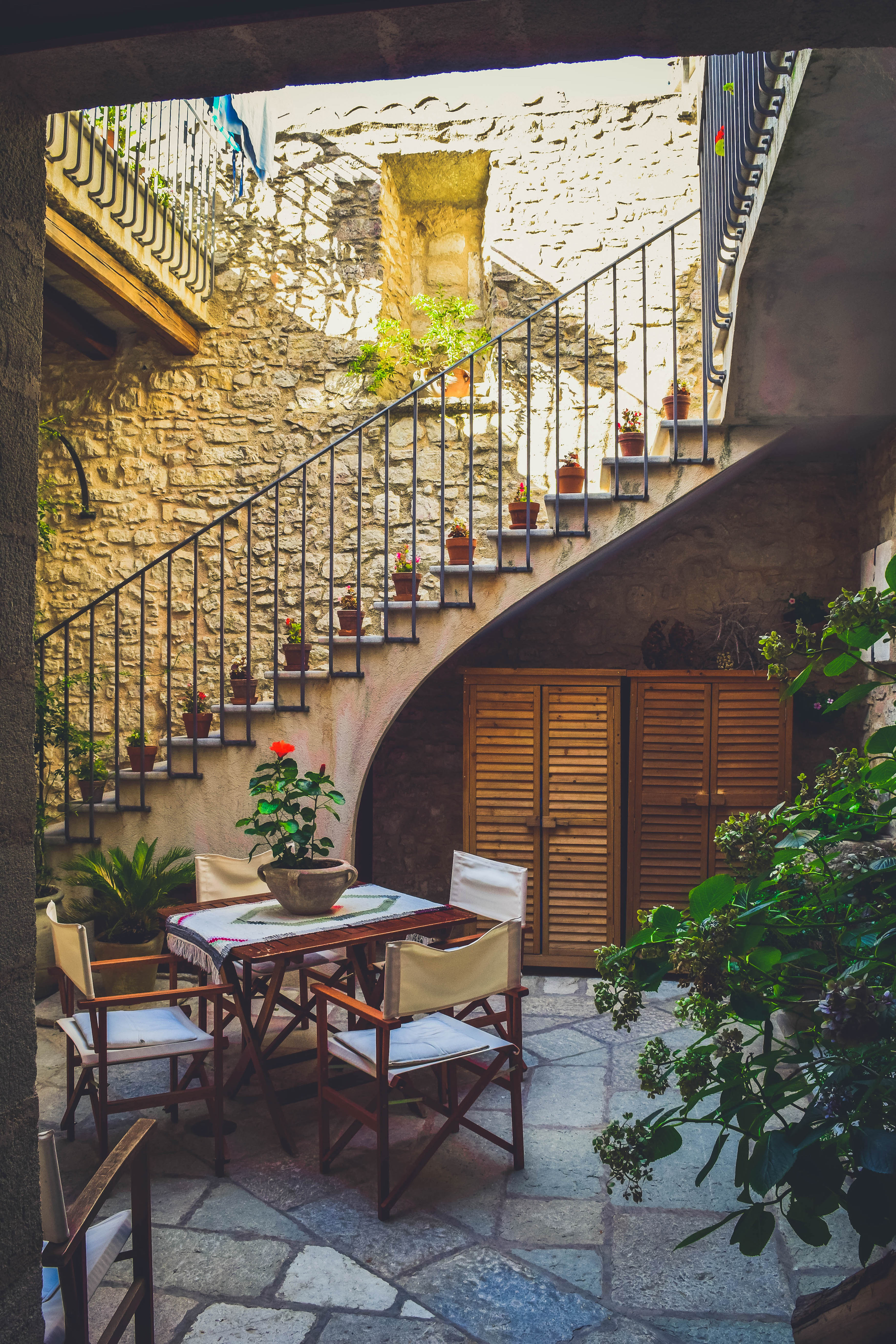 Where to Stay in SIcily Erice Pietre Antiche Apartments Mountain Italia Review Airbnb bed and breakfast rare jewel best place to stay svadore