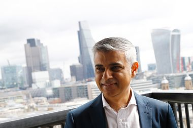 Mayor of London Sadiq Khan visits a new viewing platform during the unveiling of the New Tate Modern in London, Britain, June 14, 2016. REUTERS/Stefan Wermuth - RTX2G5PL