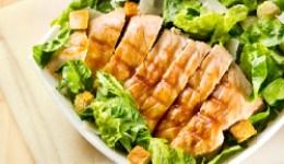 Grilované kuřecí kousky s římským salátem