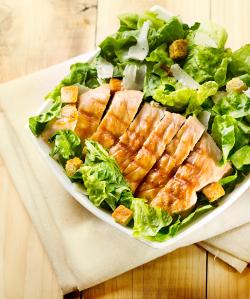 Kuřecí maso s římským salátem