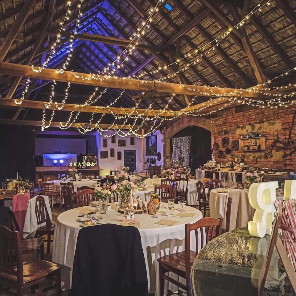 světla na svatbě
