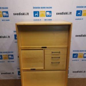 Beržo Spintelė Su Audinio Nugarine Dalimi Ir Ratukais, Švedija