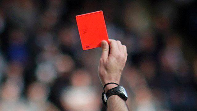 Suigrači dobili crvene kartone zbog tuče!