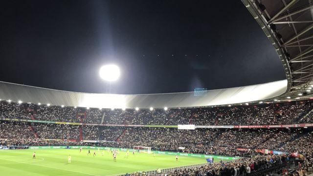 IGRAČ IZGUBIO SINA: Dirljiv potez Feyenoordovih navijači!