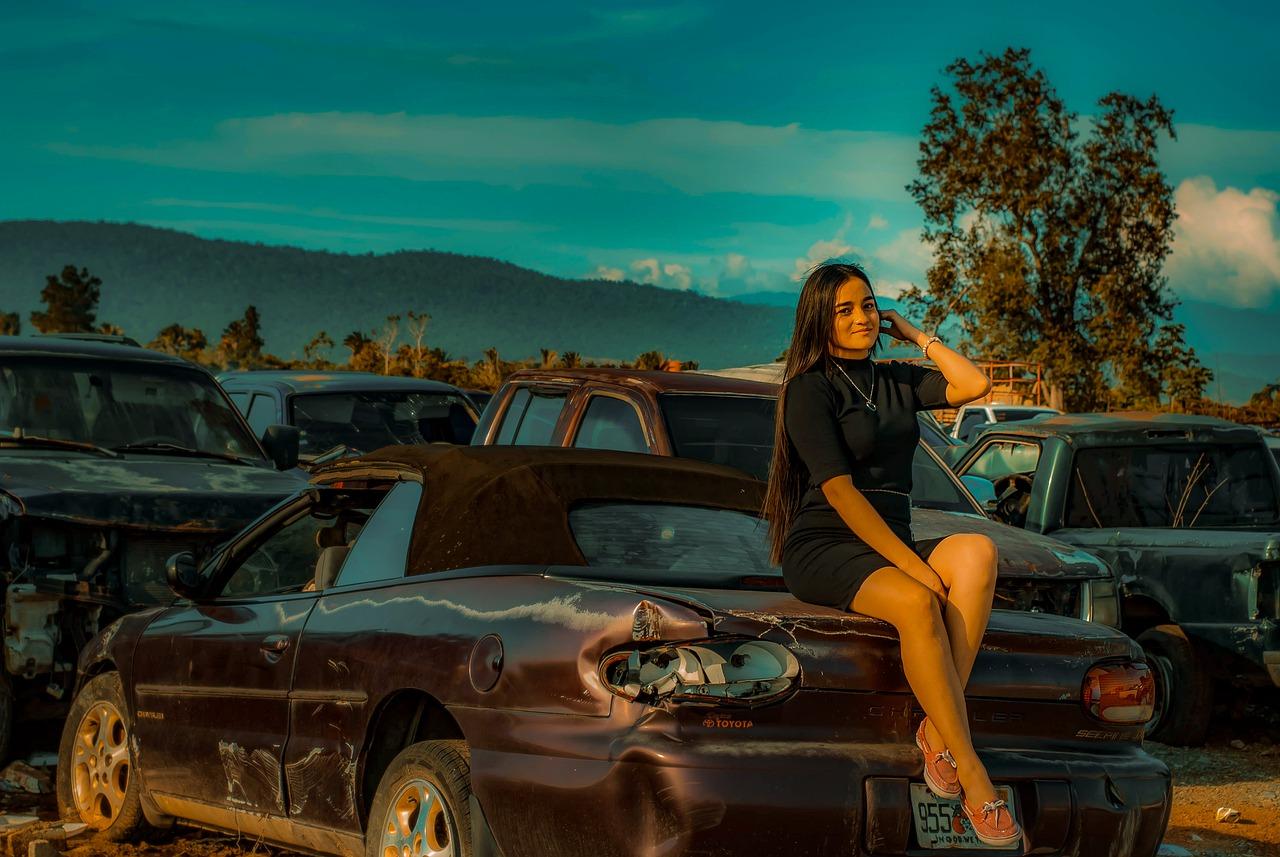 Girl Woman Automobile Antique Car  - 3239028 / Pixabay