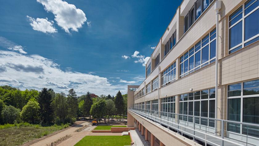 Beschermd sanatorium omgevormd tot modern-woonzorgcomplex