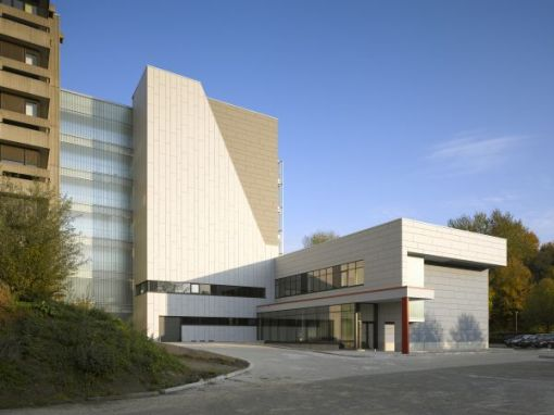ANTWERP UNIVERSITY<br><span style='color:#31495a;font-size:12px;'>Faculty of Veterinary Medicine with classrooms </span>