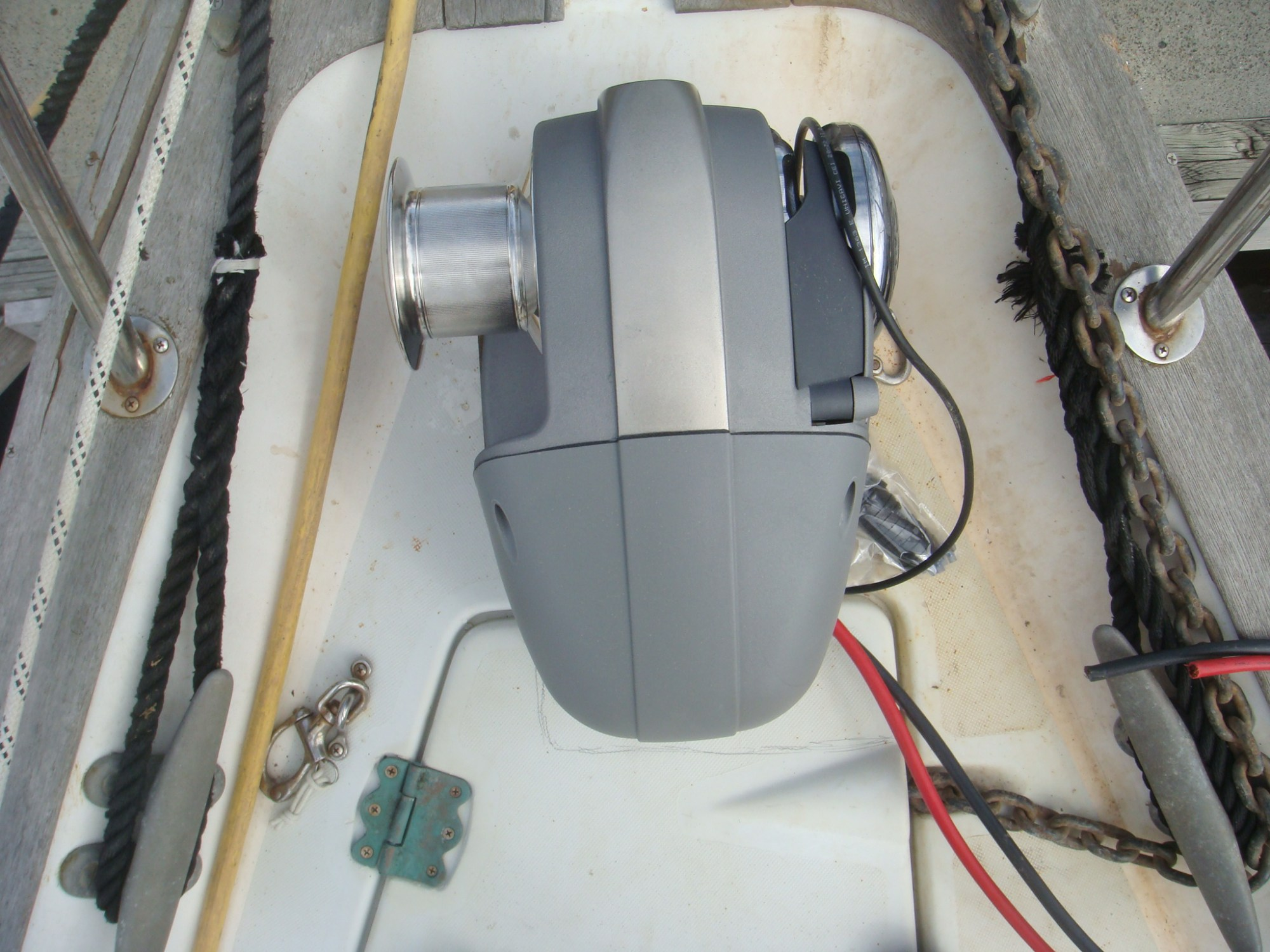 hight resolution of overhang on the anchor locker hatch