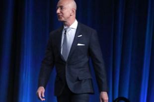 ثروة مؤسس امازون تتجاوز 100 مليار دولار : شكرا لمبيعات البلاك فرايداي