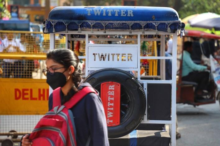 حكومة الهند تطالب بسحب حصانة تويتر وغموض في موقف التطبيق