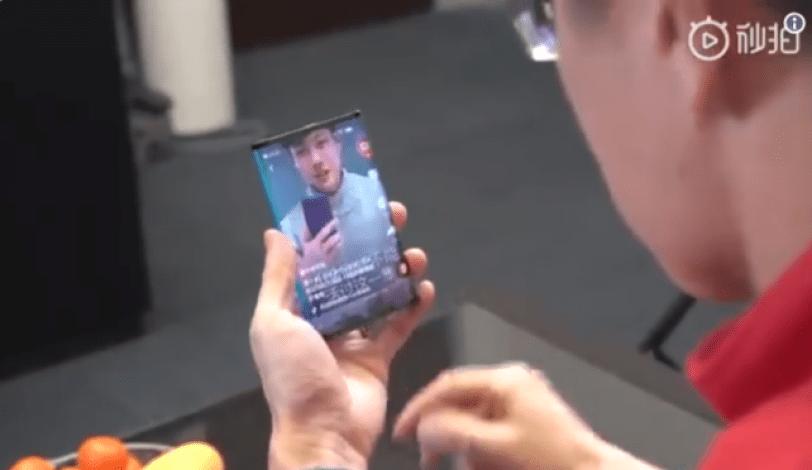 فيديو شاومي تدخل لعبة الهواتف قابلة الطي