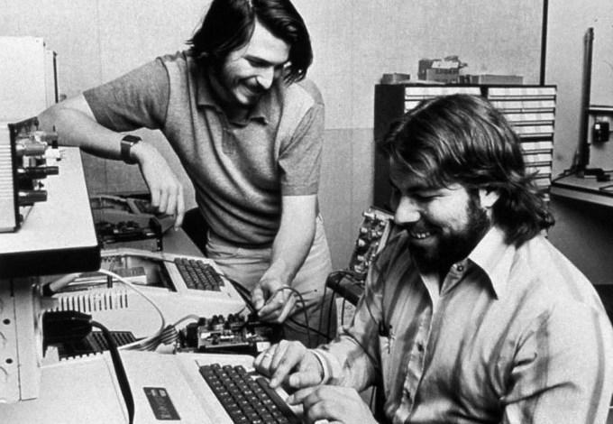 40 عام على تأسيس شركة ابل 3
