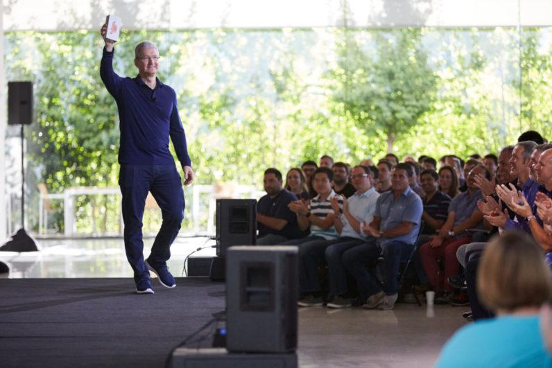 ابل تعلن عن بيع مليار هاتف ايفون حتى الان