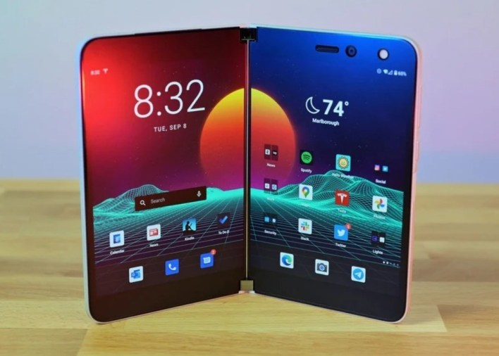 Surface Duo يباع خارج الولايات المتحدة رسميا بدءًا من 18 فبراير