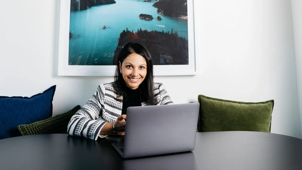woman at computer to add contract work to linkedin profile