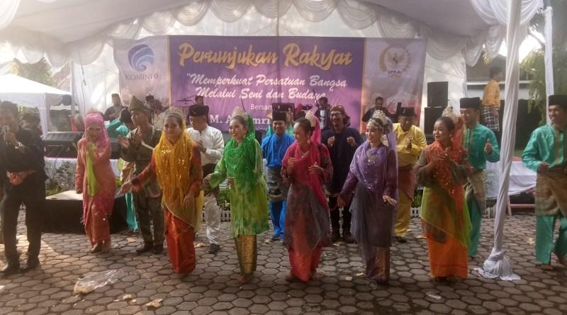 Usai Pemilu Kominfo Bersama DPR Gelar Pertunjukan Rakyat, Menghibur dan Mempersatukan Bangsa