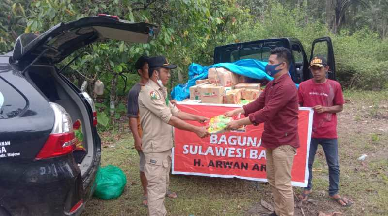 Badan Penanggulangan Bencana (BAGUNA) PDI Perjuangan Sulbar Jangkau Pengungsi Desa Bambangan Majene