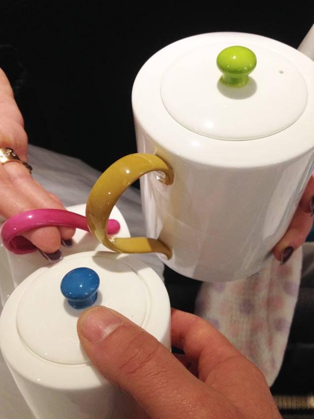 kitchen back splash black sink 厨房飞溅委员会手绘丙烯酸艺术 在这个例子中 我的客户想与深受喜爱的保罗 史密斯晚餐服务的颜色相呼应