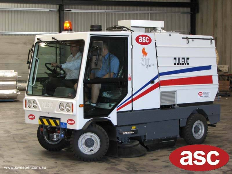 ASC Dulevo 200 sweeper with man 1